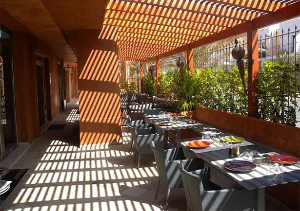 La terraza invita a prolongar la sobremesa   Foto: J.L.C.