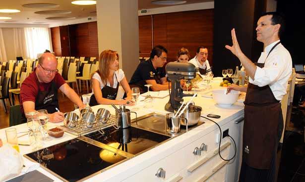 Juan Carlos Clemente en uno de los cursos del Aula de Cocina del hotel Mencey
