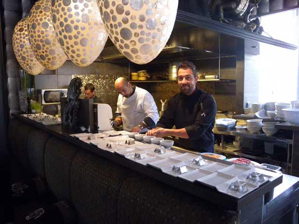 Nacho Hernández, en primer término, chef de The Oriental Monkey   Foto: J.L. Conde