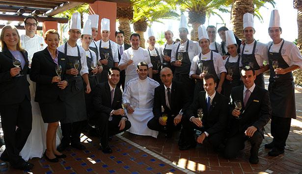 El equipo del restaurante M.B al completo   Foto: J.L.C.