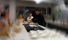 Juan Carlos Clemente, en la cocina de su Gastro Lab | Foto: J.L.C.
