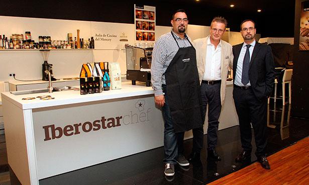 Ricardo Oteros, Álex Colet y Alberto Zurita durante el curso sobe café