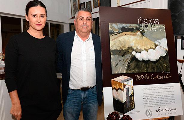 Dulce Xerach y Teobaldo Méndez, durante la presentación de los bombones