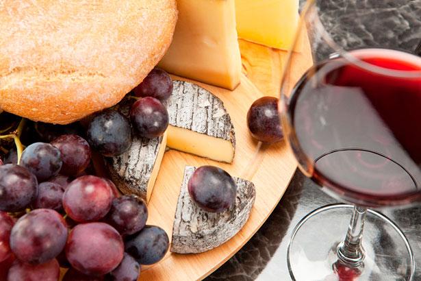 Francia era uno de los países donde más grasas poco saludables se consumían: en la mantequilla, en los quesos, en su foie gras. Sin embargo, los franceses apenas morían por infartos | Fotolia