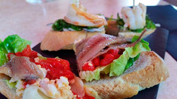 Montaditos en el Gastrobar El Gusto X el Vino en La Recova | Foto: J.L.C.
