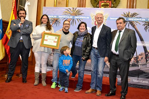 Los premiados junto al alcalde de La Orotava y los miembros del jurado