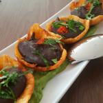 Tostones con mousse de caraotas (frijoles negros) | Foto: J.L.C