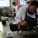 Jhumar J. González está al frente de la cocina de Hado