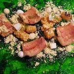 Anguila ahumada con ponzu, maíz, yogur y feta | Foto: J.L.C.