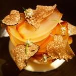 Pétalos de cebolla asada, crema de parmesano y trufa | Foto: J.L.C.