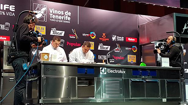 Juan Carlos y Jonathan Padrón, en el escenario del auditorio de Madrid Fusión   Foto: J.L.C.