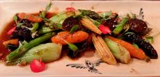 Wok de verduras tiernas en Dos Palillos de Barcelona | Foto: J.L.C.
