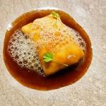 Ravioli relleno de faisán con queso flor y lacado con salsa de anguila y caviar de parchita | Foto: J.L.C.