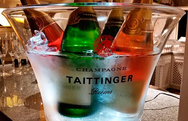 El champán no puede faltar en la cena del Día de San Valentín   Foto: J.L.C.