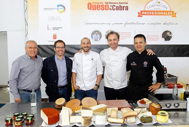 Los chefs Simancas y Clement, con los organizadores de Saborea Lanzarote