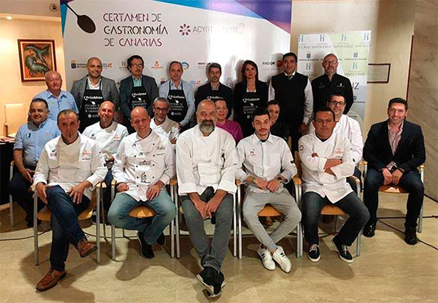 Cocineros y autoridades en la presentación del concurso