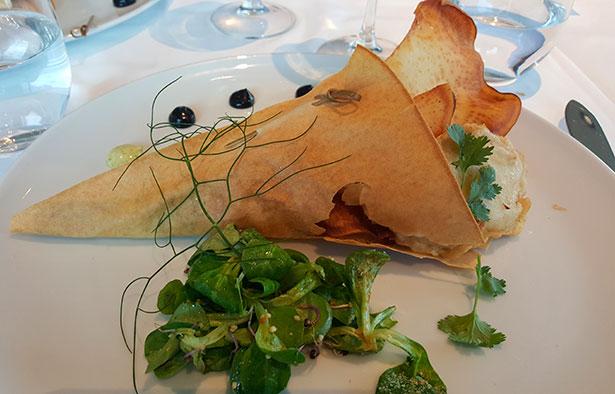 Cucurucho de tempura de bacalao con ali-oli de cilantro del restauante El Mirador, de El Corte Inglés de Tres de Mayo | Foto: J.L.C.