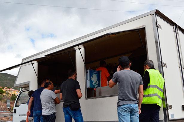 El autobar de Barranco Hondo tiene dos ventajas: las vistas y los bocadillos de cochino | Foto: J.C.