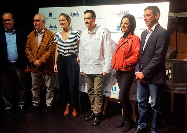 El chef Paolo Casagrande, en el centro, durante la presentación de El Chef Viajero