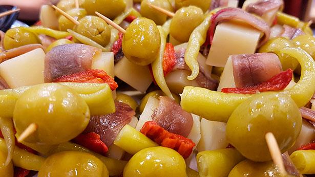 Pinchos con anchoas en Bilbao | Foto: J.L.C.
