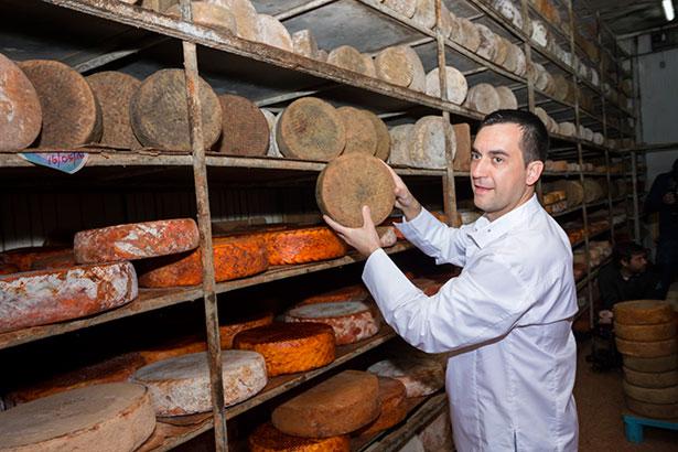 El chef Paolo Casagrande conociendo los quesos gran canarios | Foto: José Barrera