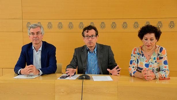 De izquierda a derecha, Álvaro Dávila, Jesús Mirales y Ángeles Camacho