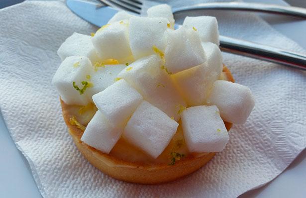 Pastel de limón de 100% Pan y Pastelería | Foto: J.L.C.