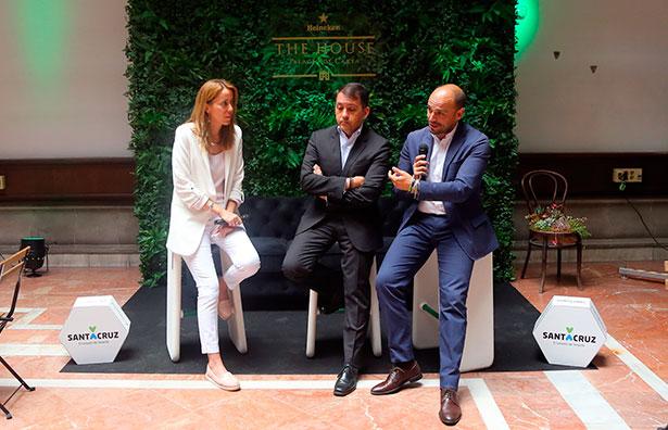 La responsable de Comunicación de Incabe, Laura Docampo, el alcalde de Santa Cruz de Tenerife, José Manuel Bermúdez, y el concejal de Promoción Económica, Alfonso Cabello, durante la presentación en la capital tinerfeña