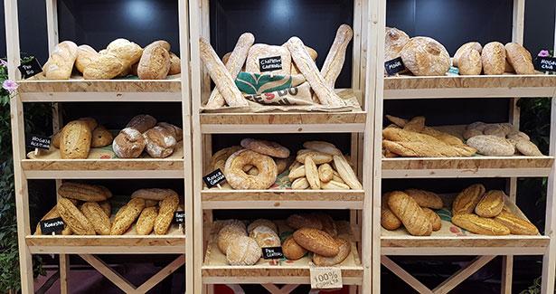 El pan forma parte de nuestra dieta, si bien desde algunos años se cuestionan los ingredientes seleccionados para su elaboración | Foto: J.L.C.