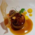 Cabrito, batata yema de El Jable texturizada, frutos pasos y secos y canela-gel | Foto: J.L.C.