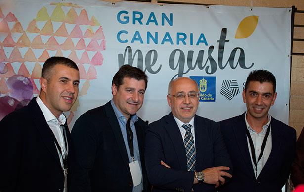 Josep Roca y Antonio Morales, flanqueados por los responsables de Vinófilos, Agustín García Farrais  (i) y Mario Reyes (d)