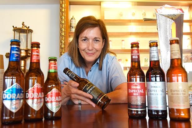 Carmen Dolores Herrera, responsable de calidad de la Compañía Cervecera de Canarias | Foto: Sergio Méndez