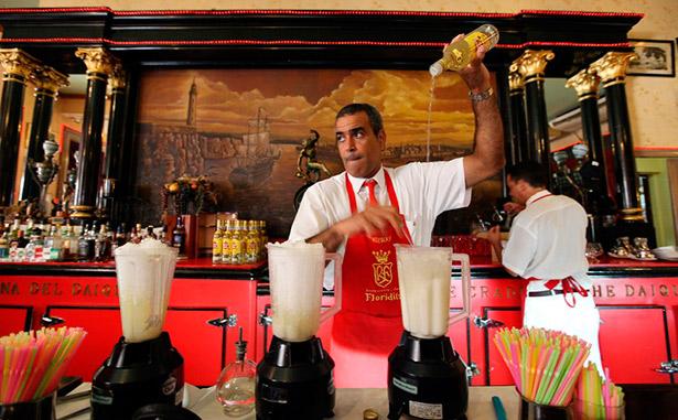 Azúcar, jugo de limón, ron, hielo frapeado y unas gotas de marrasquino se conjugan en la alquimia del daiquiri clásico