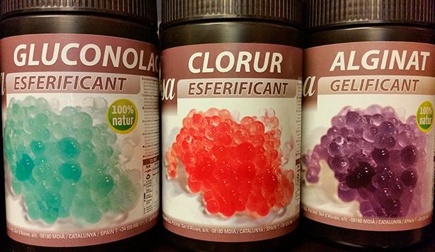 En la elaboración de las esferificaciones intervienen dos ingredientes: alginato sódico y cloruro cálcico | Foto: J.L.C.