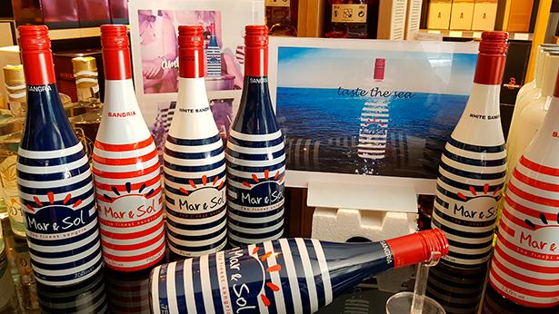 Botellas de sangría en El Gusto por el Vino | Foto: J.L.C.