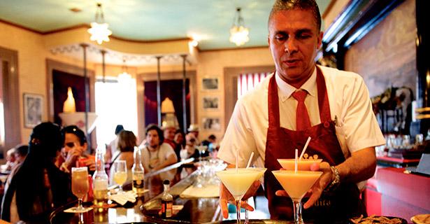 La apuesta estrella del Floridita por sus dos siglos de vida es un concurso de barman que se celebrará en octubre