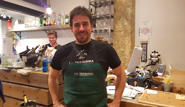 Estévez, en su restaurante La Tasquería | Foto: J.L.C.