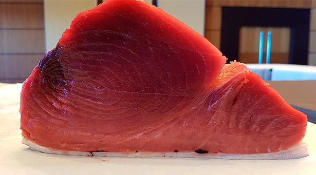 Un atún rojo se vende a 40 euros/kilo, no es lógico encontrarlo a 10 o 12 euros/kilo | Foto: J.L.C.