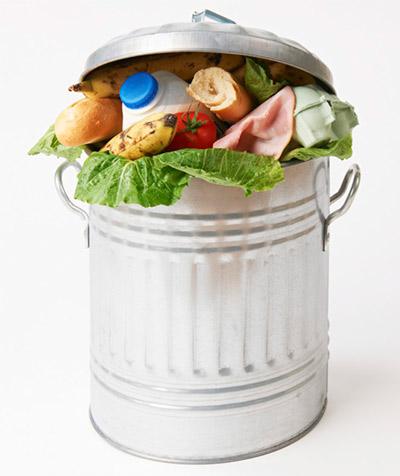 En España, cada año se van a la basura 2,9 millones de toneladas de alimentos | Foto: lacolmenaquedicesi.com