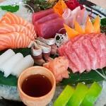 Sashimi de atún, toro, salmón, calamar y chicharro | Foto: J.L.C.