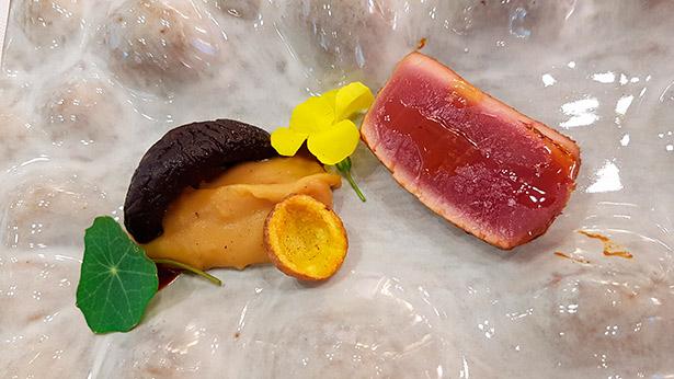 Atún de inspiración japonesa con productos canarios, de Nacho Hernández | Foto: J.L.C.