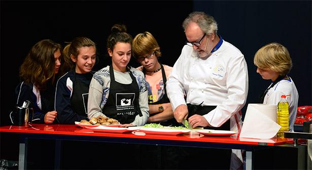 Clase culinaria con adolescentes en San Sebastián Gastronomika | Foto: Coconut