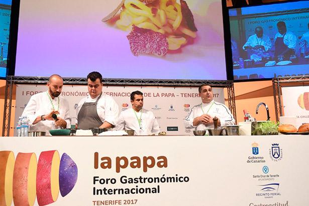 De izquierda a derecha, Braulio Simancas, Toto Regalado, Juan Carlos Padrón y Elantz Gorostiza, durante su elaboración en el Foro Internacional de la Papa | Foto: S.M.