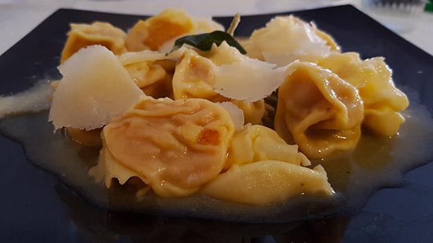 Pasta rellena de calabaza en la Casa Dell'Oste, en Santa Úrsula | Foto: J.L.C.