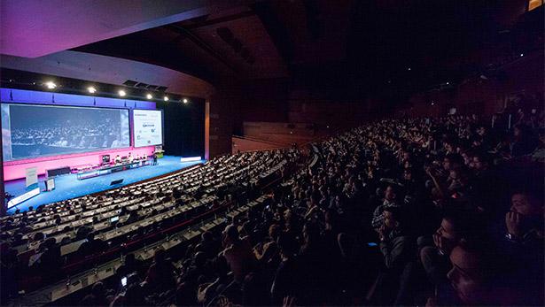 El Kursaal volvió a registrar un lleno absoluto para seguir las ponencias de San Sebastián Gastronomika | Foto: Coconut