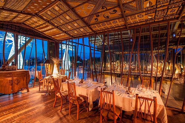 Interior del restaurante Ákara