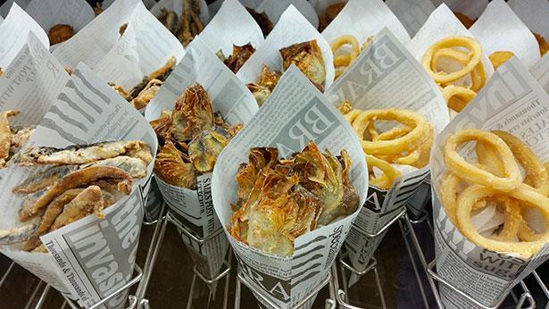 Cucuruchos de fritos de pescado y calamares | Foto: J.L.C.