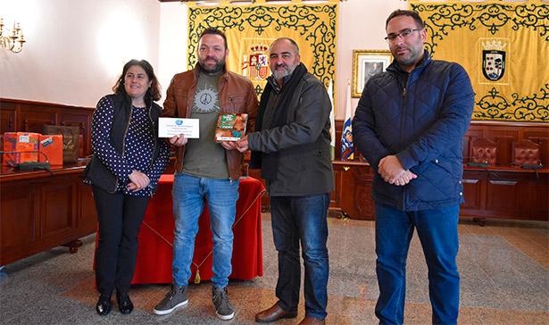 """El propietario del restaurante """"El Perenquén"""" recibe el Primer Premio de la V Ruta de la Tapa de Setas de El Rosario"""