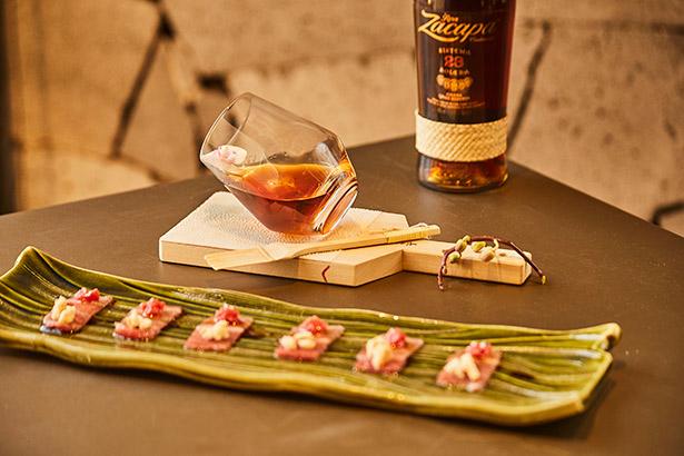 Maridaje de Ron Zacapa con un plato del chef Daniel Franco, del Kabuki