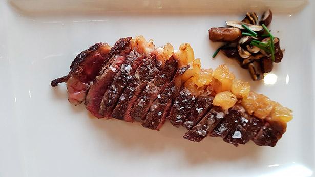 Carne a la brasa de Casa Fito | Foto: J.L.C.